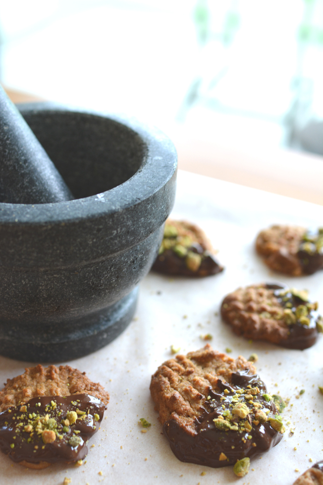 Flourless Peanut Butter Cookies, dipped in chocolate and sprinkled with pistachios. These cookies may only have 6 Ingredients, but they will blow your mind! Click through for the recipe!