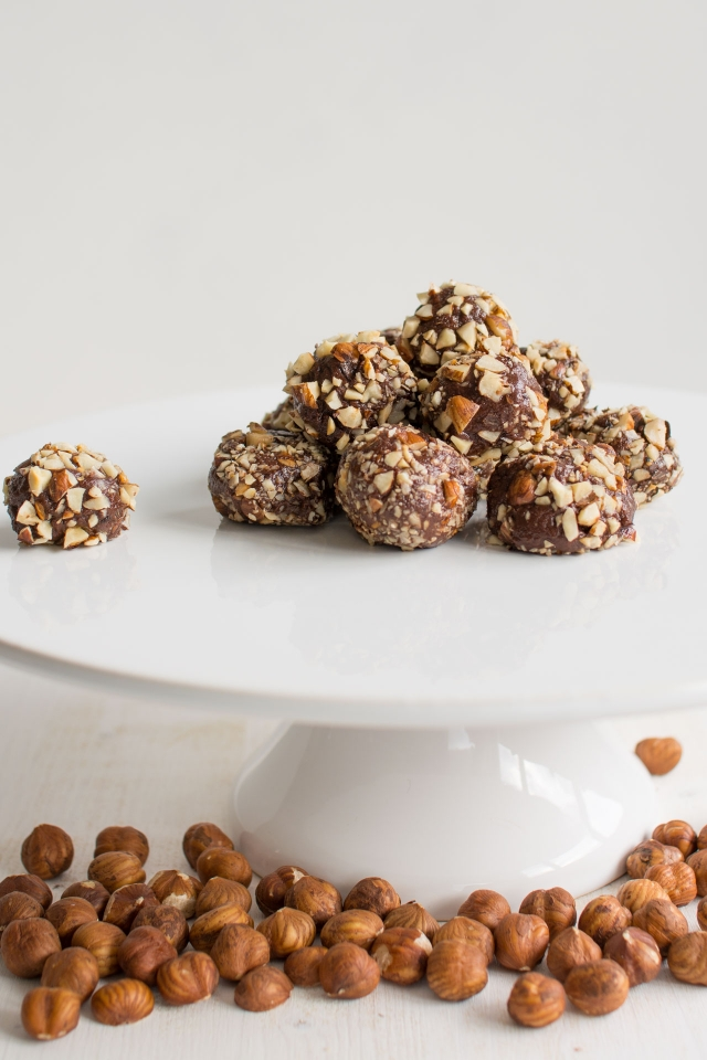 These Nutella Truffles only have 4 ingredients and are so easy to make! Lauren Caris Cooks