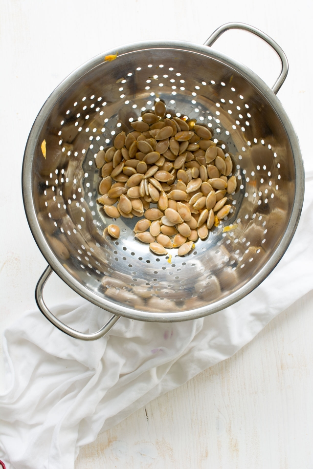 A simple and thorough guide to roasting your own pumpkin seeds at home. Click through for the healthiest, most addictive snack you ever made at home!