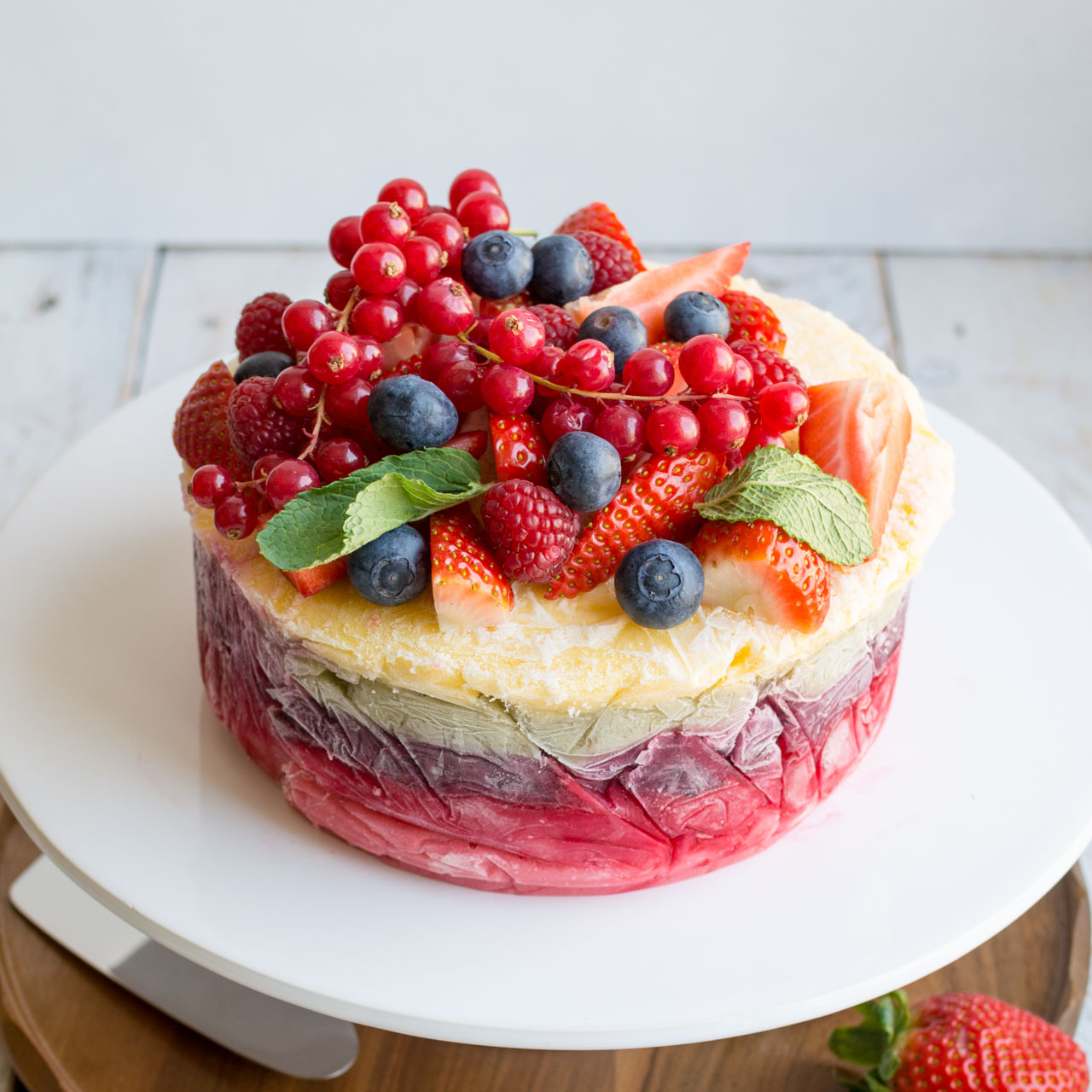 Cake With Fruit Yogurt : Fresh Fruit Frozen Yoghurt Layer Cake Lauren Caris Cooks