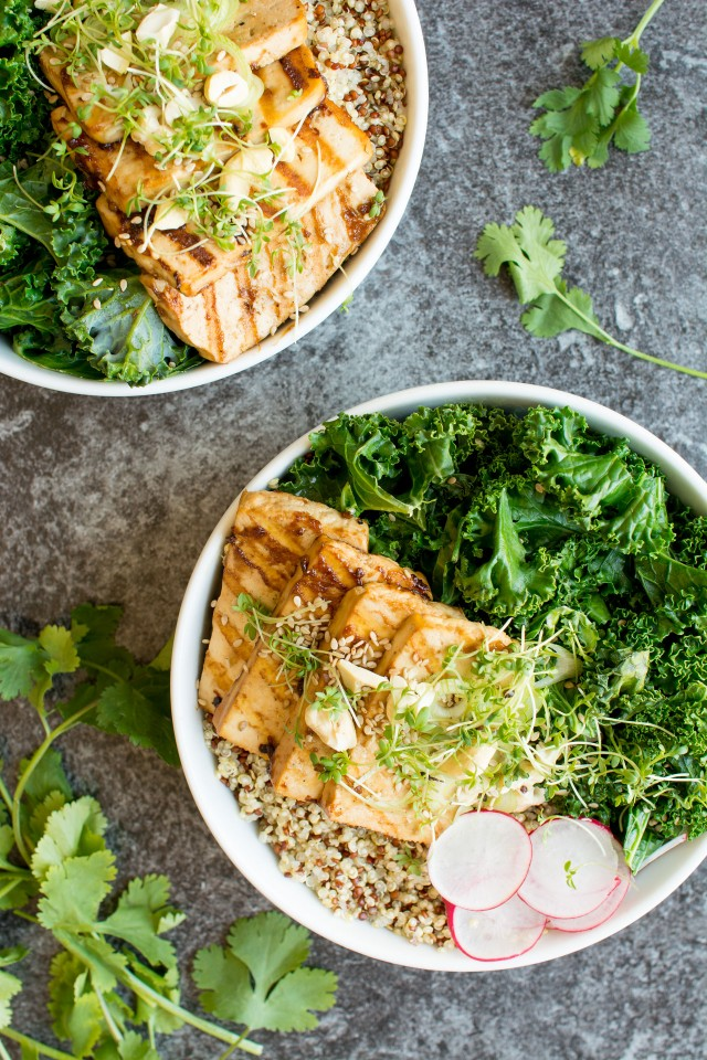 These Teriyaki Tofu Bowls make a perfect lunch or dinner, great for making ahead and packing for a nutritious lunch at work! Tofu is a fantastic blank canvas for all the wonderful teriyaki flavours, come and see how easy this is to make!!