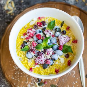 Turmeric Oatmeal – A Glowing Breakfast Bowl