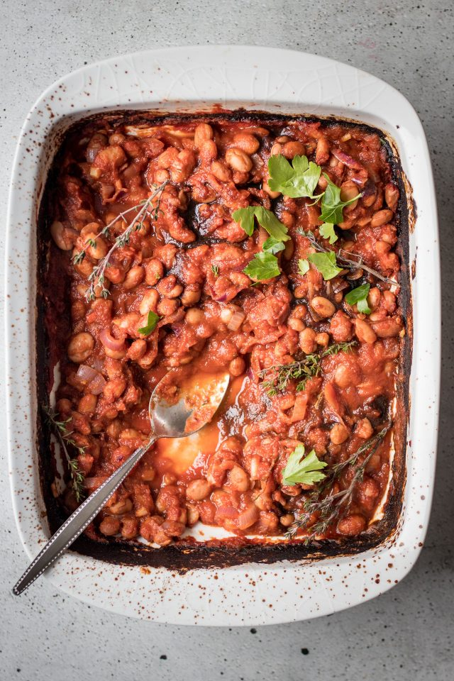 Homemade Oven Roasted Baked Beans, a luxurious breakfast recipe that's super easy to prepare at home!