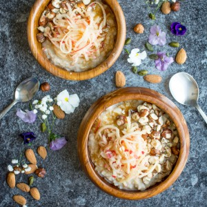 Creamy oatmeal topped with grated apple, toasted hazelnuts and some sweet brown sugar. Try this super simple recipe for a great, wholesome breakfast!